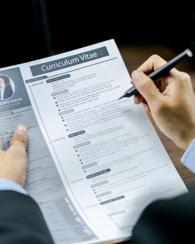 Cómo escribir un CV que llame poderosamente la atención